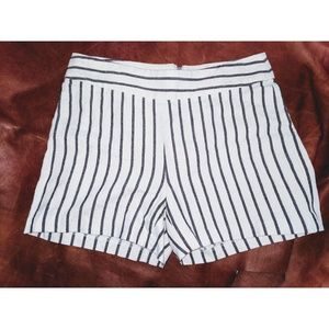 EUC LAUNDRY BY SHELLI SEGAL STRIPED SHORTS SIZE 2
